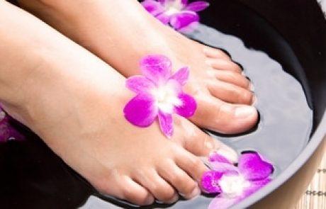 איך לרענן ולהקל על כפות רגליים כואבות ועייפות